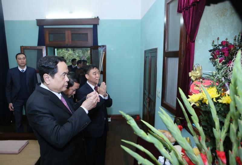 Đoàn đại biểu MTTQVN dâng hương tưởng nhớ Chủ tịch Hồ Chí Minh