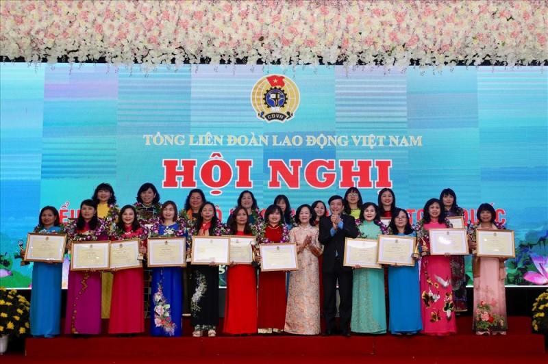 Tôn vinh 90 cán bộ nữ công công đoàn tiêu biểu toàn quốc lần thứ hai