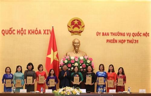 Phó Chủ tịch Thường trực Quốc hội gặp mặt 90 cán bộ nữ công tiêu biểu