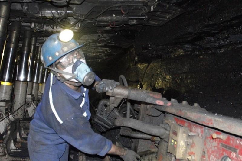 Điều kiện nghỉ hưởng lương hưu khi làm việc nặng nhọc, độc hại