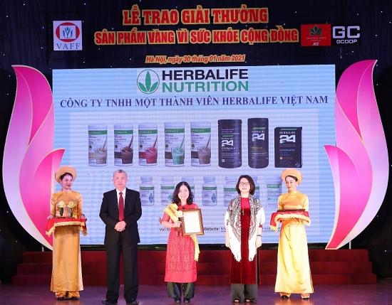 """Herbalife Việt Nam nhận Giải thưởng """"Sản phẩm vàng vì sức khỏe cộng đồng năm 2021"""""""