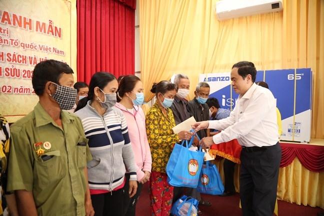 Hơn 10 triệu suất quà Tết được gửi tới hộ nghèo và gia đình chính sách trên cả nước