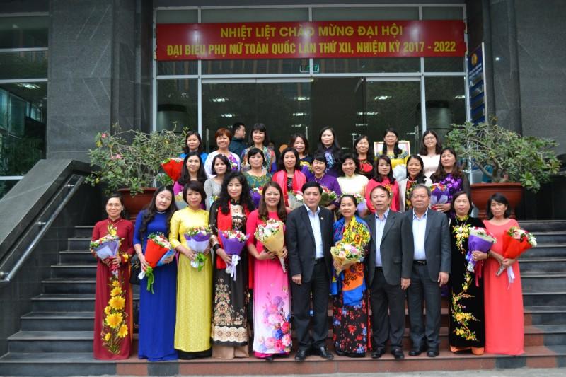 Gặp mặt cán bộ Công đoàn dự Đại hội Phụ nữ Toàn quốc XII