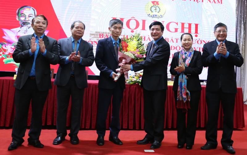 Đồng chí Trần Văn Thuật được bầu giữ chức vụ Phó Chủ tịch Tổng LĐLĐVN