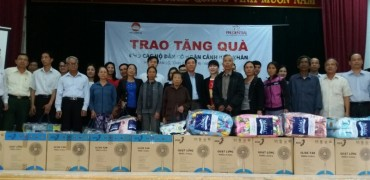 Prudential tặng thiết bị dạy học cho học sinh tỉnh Quảng Trị