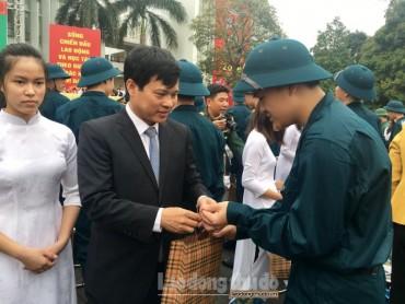 UBND quận Long Biên tổ chức lễ giao nhận quân năm 2018