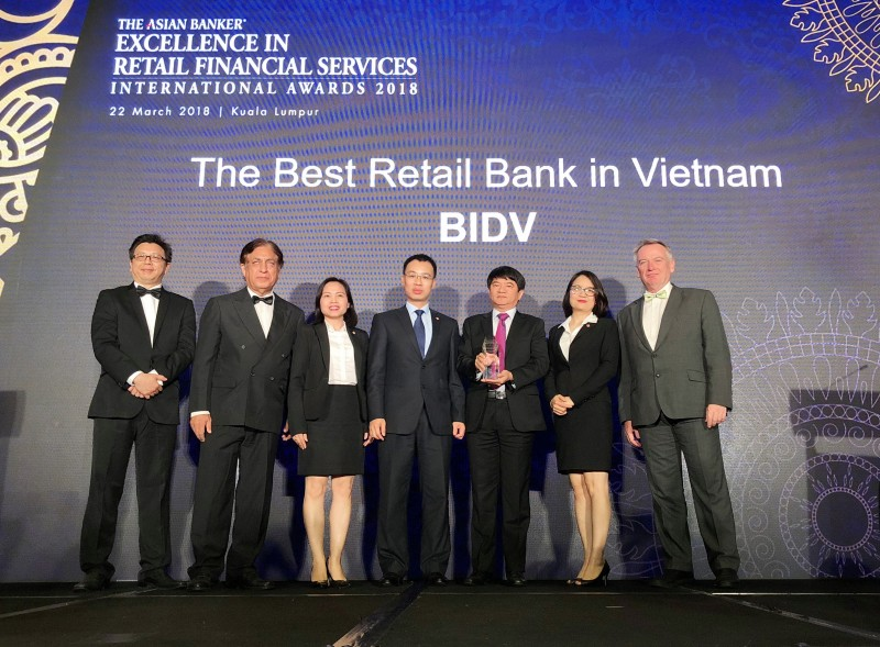 """BIDV Việt Nam lần thứ tư đạt """"Ngân hàng bán lẻ tốt nhất Việt Nam"""""""