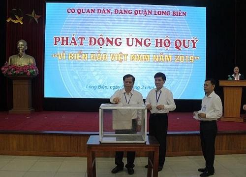 Cán bộ cơ quan Dân Đảng quận Long Biên ủng hộ Quỹ 'Vì biển đảo Việt Nam'
