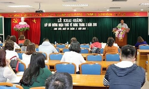 Quận Long Biên: 121 quần chúng ưu tú tham dự lớp bồi dưỡng về Đảng