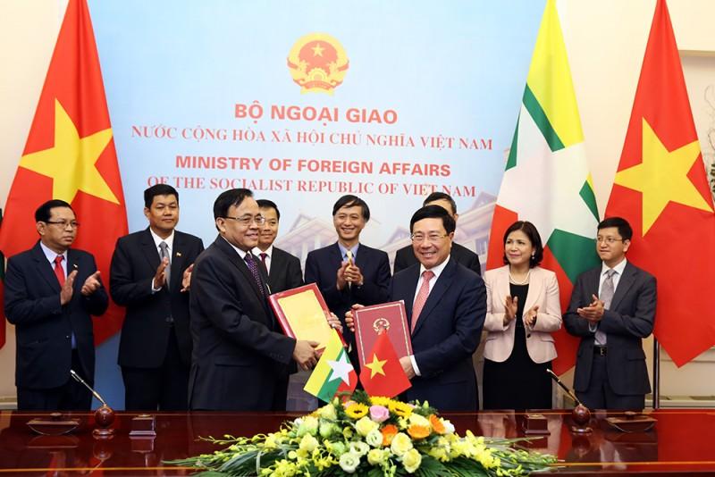 Thu hẹp danh mục các mặt hàng nhập khẩu của Việt Nam cần xin giấy phép