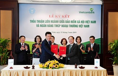 BHXH Việt Nam - Vietcombank: Phối hợp theo dõi, giám sát nguồn quỹ bảo hiểm