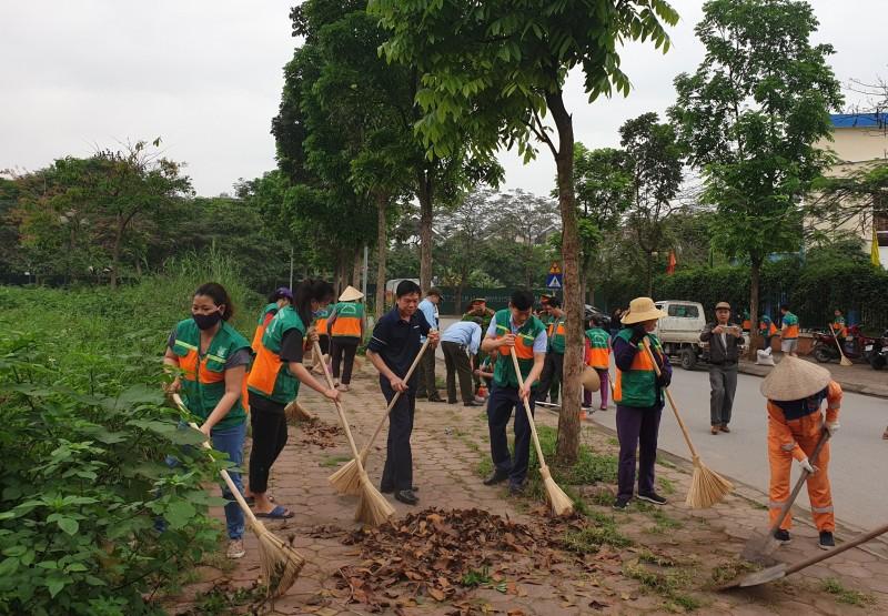 Nhân dân phường Việt Hưng ra quân, tổng vệ sinh môi trường trên địa bàn