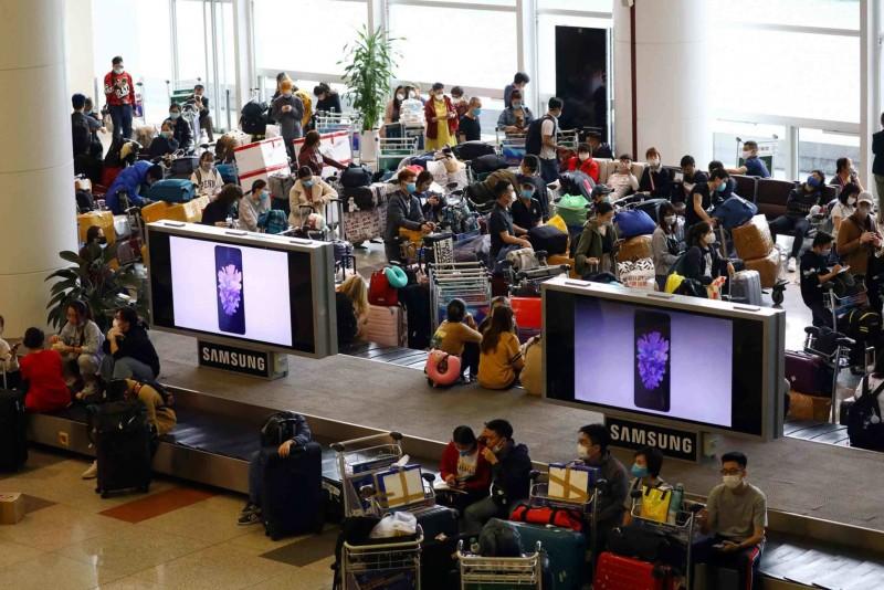 Bị mắc kẹt tại sân bay Dallas (Hoa Kỳ): 40 công dân Việt Nam đang được hỗ trợ về nước