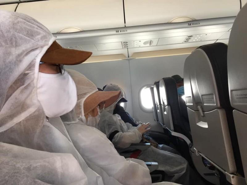 """Khoảng 100 công dân Việt Nam bị """"kẹt"""" tại các sân bay quốc tế đang được hỗ trợ về nước"""