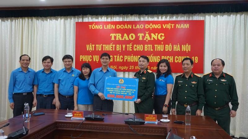 Tổng LĐLĐ Việt Nam: Trao tặng 2 tỷ đồng, động viên y bác sĩ, chiến sĩ tuyến đầu chống dịch