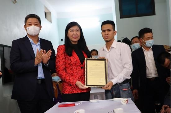 Lãnh đạo thành phố Hà Nội trao Thư khen, Bằng khen, biểu dương hành động dũng cảm của anh Nguyễn Ngọc Mạnh