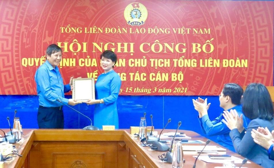 Tổng Liên đoàn công bố quyết định Quyền Trưởng Ban Tuyên giáo và Ban Quan hệ lao động