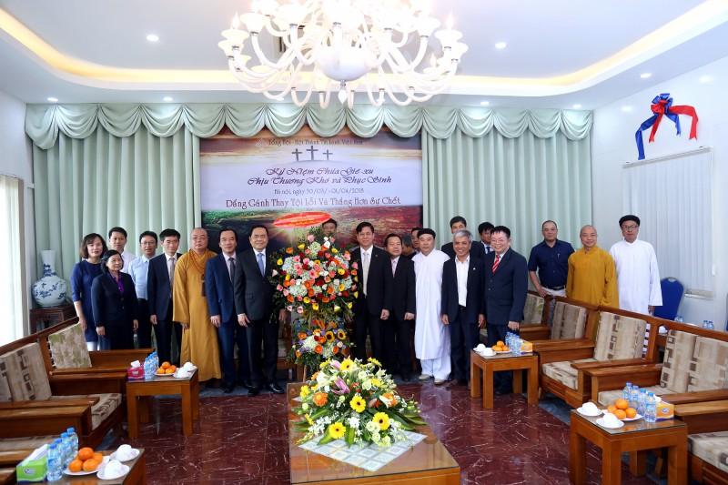 Đoàn đại biểu khối đại đoàn kết dân tộc chúc mừng lễ Phục Sinh 2018