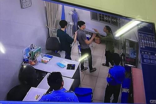 """Công đoàn Y tế Việt Nam vào cuộc """"bảo vệ blouse trắng"""""""