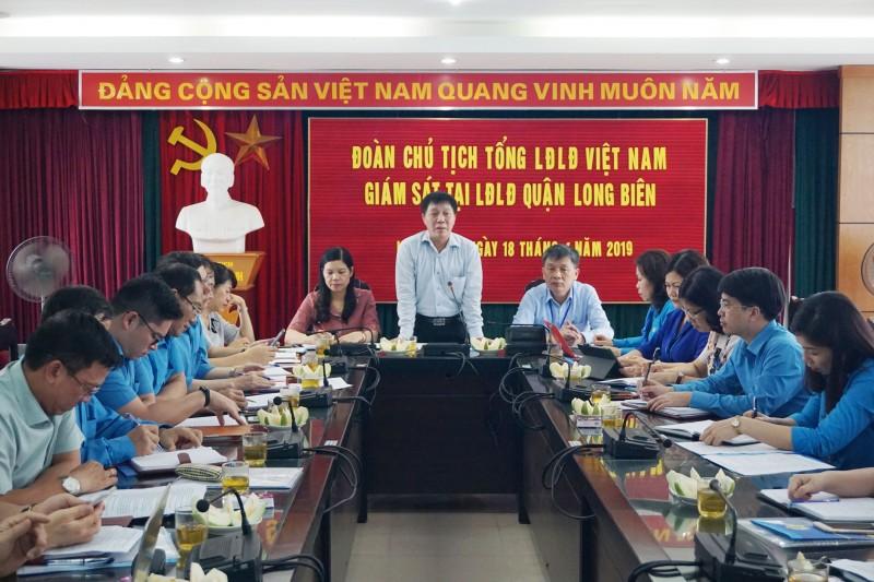 Đoàn giám sát của Tổng LĐLĐ Việt Nam làm việc với LĐLĐ quận Long Biên