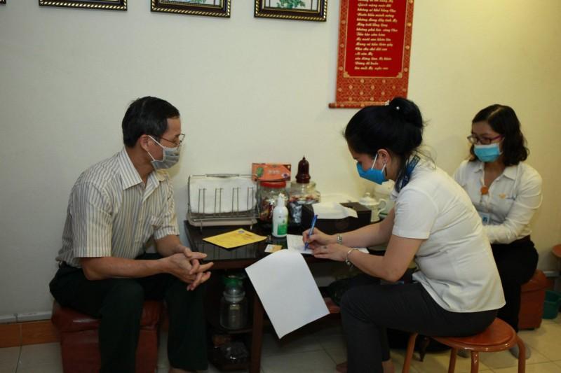 Hà Nội: Chi trả gộp 2 tháng lương hưu, trợ cấp bảo hiểm xã hội tới người hưởng tại nhà