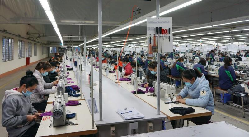 Covid-19 tác động nghiêm trọng tới việc làm và số giờ làm việc