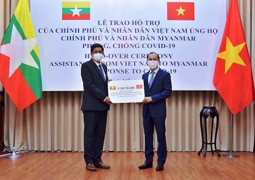 Việt Nam trao 50.000 USD giúp Chính phủ và nhân dân Myanmar phòng, chống Covid-19