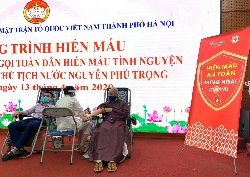 Các tầng lớp nhân dân Thủ đô tham gia hiến máu tình nguyện