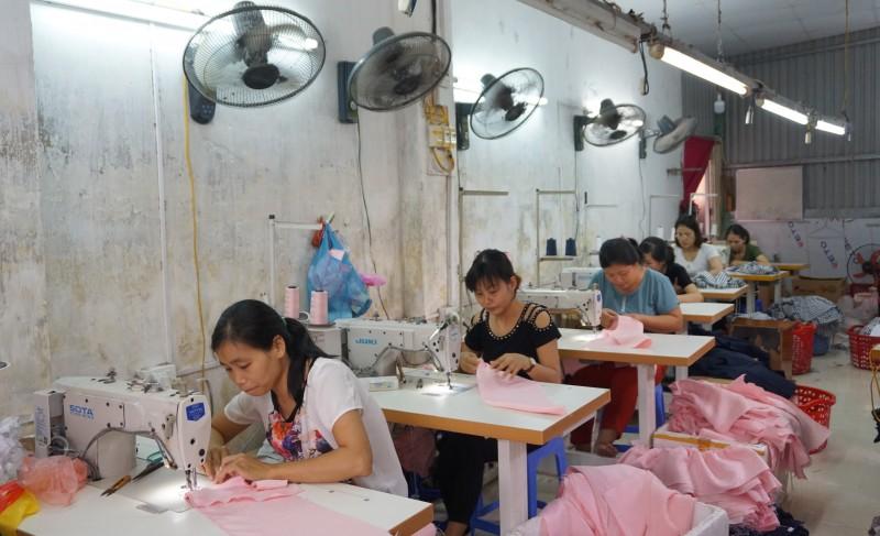 Đại dịch Covid-19 khiến nhiều lao động nữ đối mặt với rủi ro