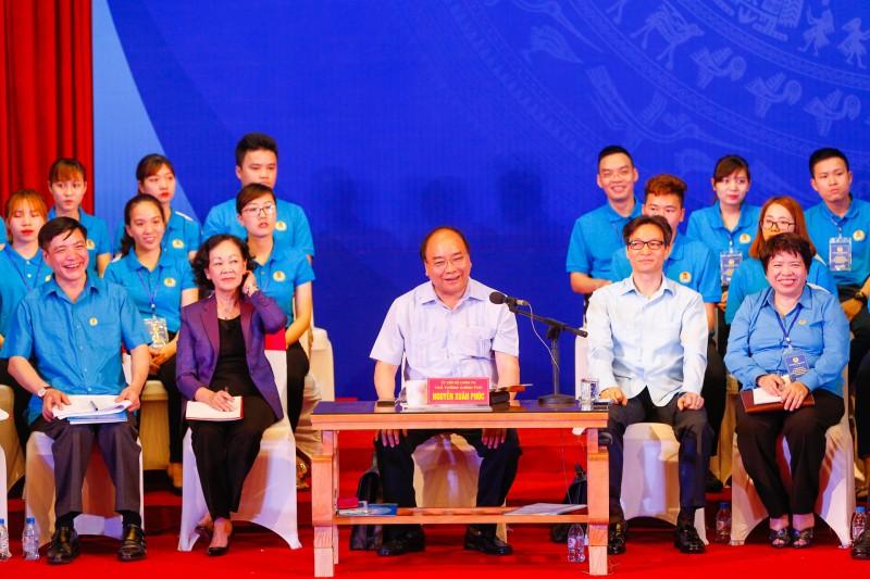 Thủ tướng mong công nhân tích cực học tập, nâng cao năng suất lao động