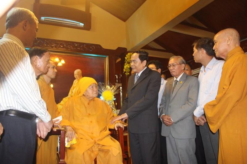 Chúc mừng lãnh đạo Giáo hội Phật giáo nhân mùa Phật đản 2018