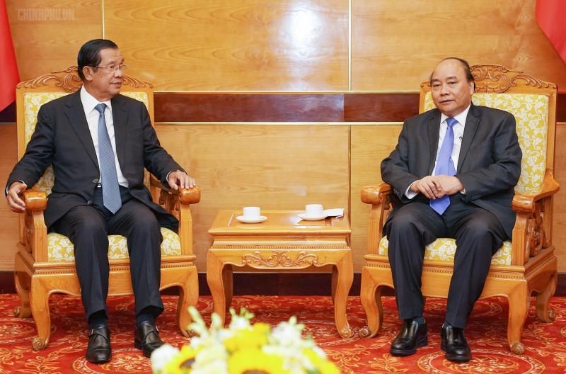 Thủ tướng Nguyễn Xuân Phúc tiếp thân mật lãnh đạo Campuchia và Lào