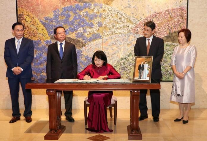 Phó Chủ tịch nước Đặng Thị Ngọc Thịnh chúc mừng Nhà Vua Nhật Bản Naruhito