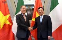 Phó Thủ tướng Phạm Bình Minh hội đàm với Bộ trưởng Ngoại giao và Hợp tác quốc tế Italy