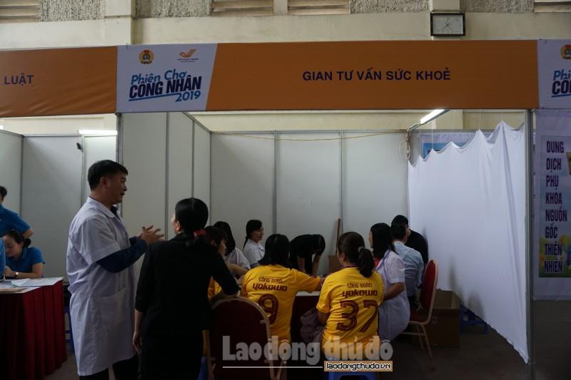 cong nhan lao dong hao hung voi phien cho cong nhan