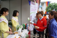 Công nhân lao động hào hứng với Phiên chợ công nhân