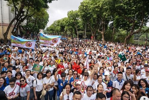 """Hàng nghìn người dân Thủ đô đi bộ, kêu gọi """"Đã uống rượu bia - không lái xe"""