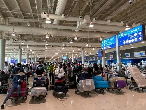 Đón gần 300 công dân Việt Nam từ UAE về nước an toàn