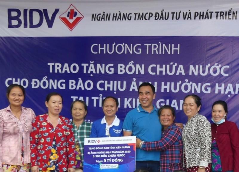BIDV tặng bồn chứa nước và máy lọc nước tới đồng bào 5 tỉnh Đồng bằng sông Cửu Long