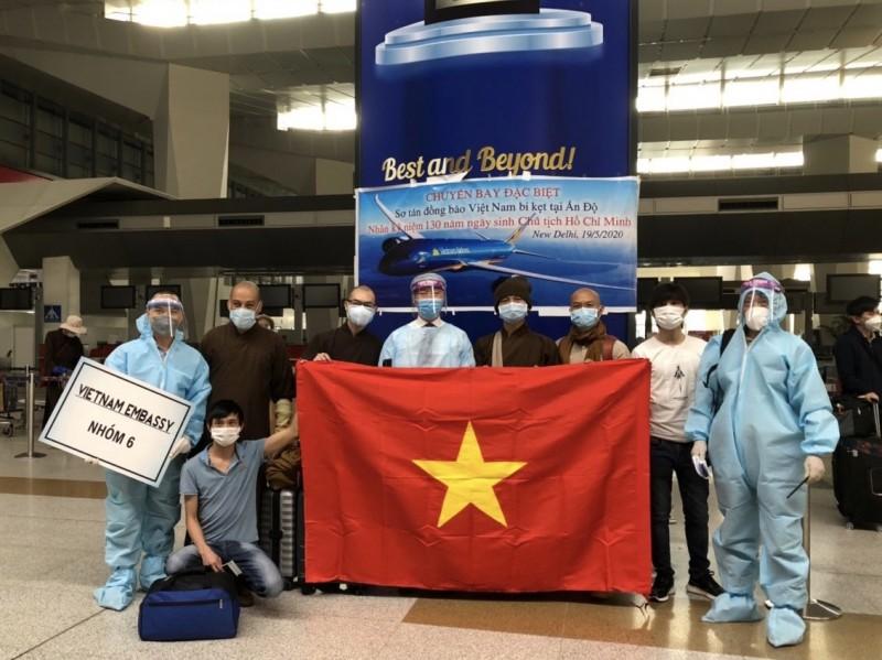 Đón 340 công dân Việt Nam từ Ấn Độ về nước an toàn