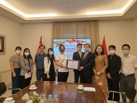 Trao tặng khẩu trang tới Cộng đồng người Việt tại Tây Ban Nha