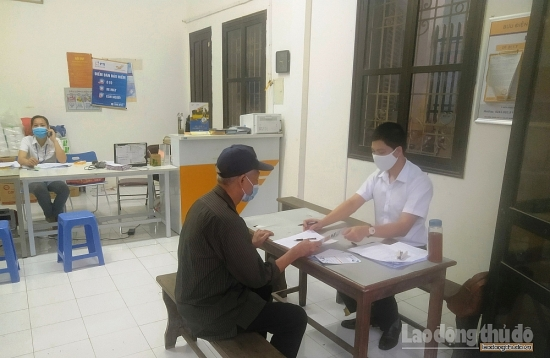 Hà Nội bắt đầu chi trả gộp 2 tháng lương hưu, trợ cấp bảo hiểm xã hội