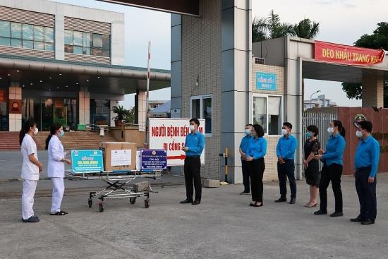 Lãnh đạo Tổng Liên đoàn Lao động Việt Nam động viên đoàn viên công đoàn tuyến đầu chống dịch
