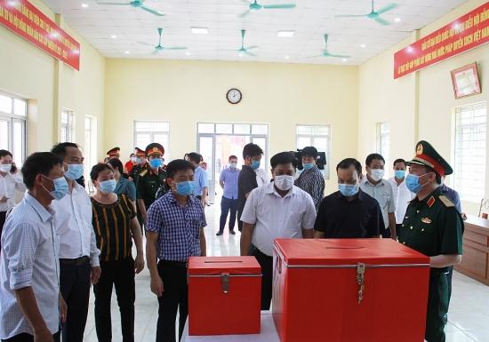 Đoàn công tác số 14 của Thành ủy kiểm tra công tác bầu cử tại huyện Thạch Thất