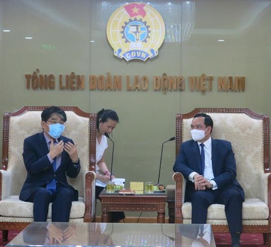 Chủ tịch Tổng Liên đoàn Nguyễn Đình Khang tiếp xã giao Giám đốc Văn phòng ILO tại Việt Nam