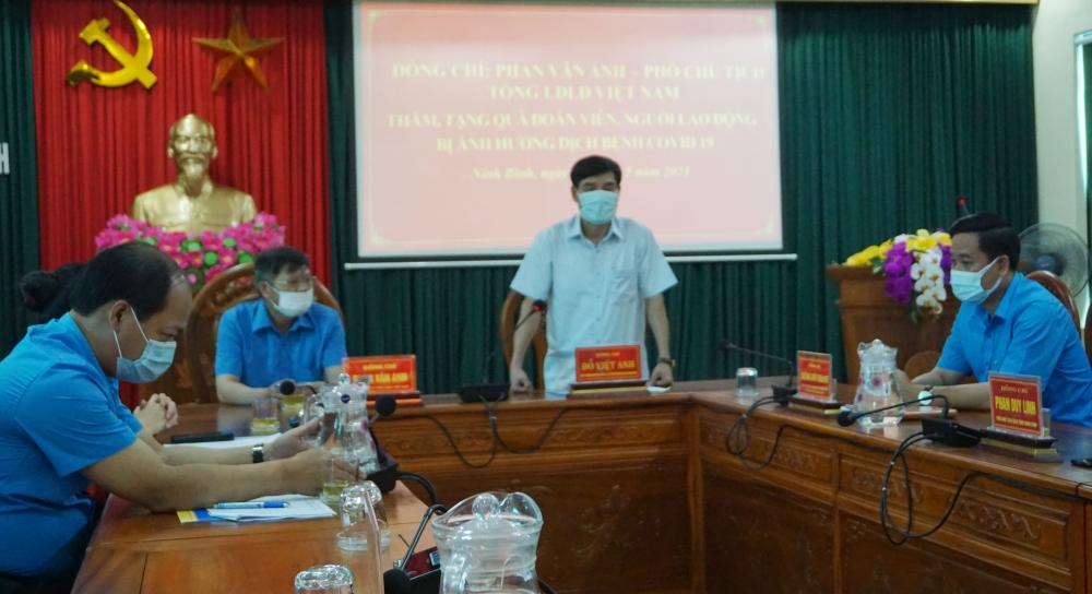 Phó Chủ tịch Tổng Liên đoàn Phan Văn Anh trao 50 triệu đồng hỗ trợ đoàn viên, người lao động tỉnh Ninh Bình