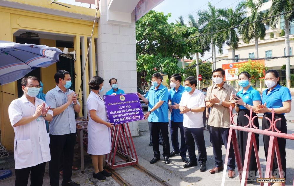 Lãnh đạo Tổng Liên đoàn Lao động Việt Nam thăm, động viên đoàn viên tuyến đầu chống dịch tỉnh Thái Bình