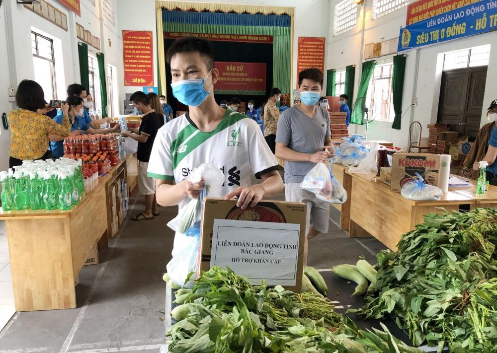 """Hàng chục """"Siêu thị 0 đồng"""" mở ra, giúp công nhân lao động tỉnh Bắc Giang vững tin chống dịch"""