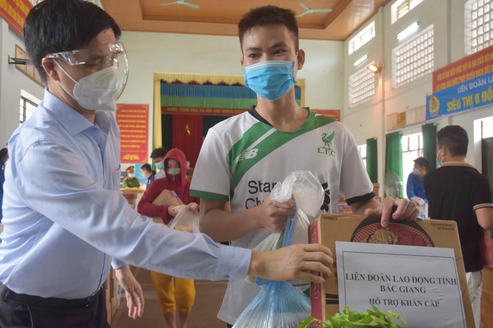 """Hàng chục """"Siêu thị 0 đồng"""" giúp công nhân lao động tỉnh Bắc Giang vững tin chống dịch"""