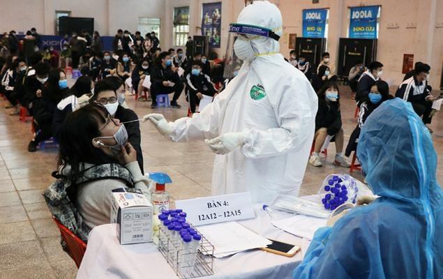 Tổng Liên đoàn đề xuất công nhân lao động được ưu tiên sớm tiêm vắc-xin phòng Covid-19